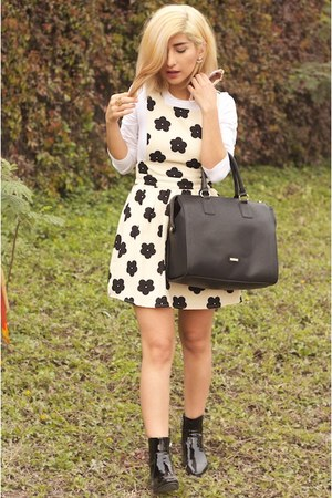 black patent leather Zara boots - beige dress - black Aldo bag