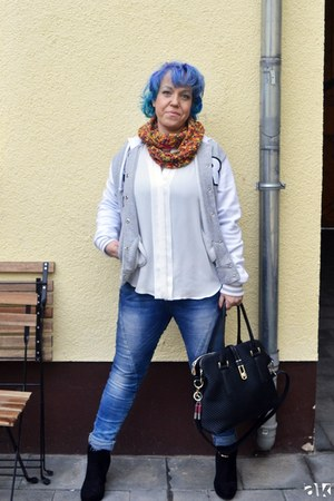 Madonna jacket - Jumex shoes - Forever Denim jeans - JustFab bag - Mango blouse