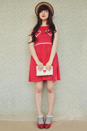 beige boater wholesale hat - ruby red heart print OASAP dress