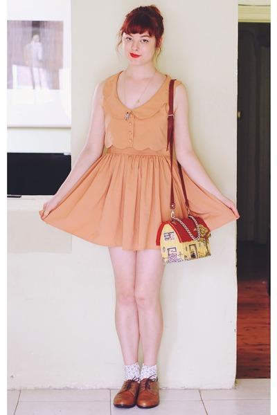 brick red vintage bag - nude vintage dress - bronze Naot Kedma loafers