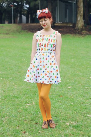 chartreuse DIY dress - brown NAOT shoes - mustard Daiso tights
