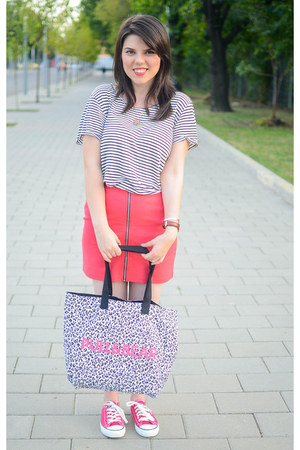 red H&M skirt - silver Pull & Bear bag - heather gray pull&bear t-shirt