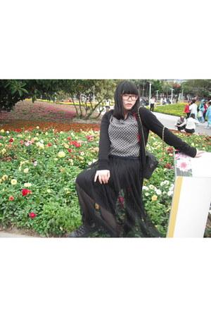 black H&M sweater - black Secondhand bag - black Converse sneakers - black no br