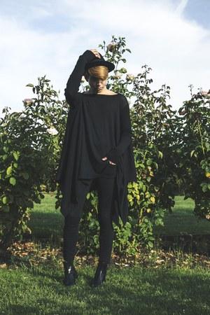 black top - black boots