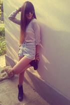 bershka t-shirt - black stradivarius boots - periwinkle levis shorts