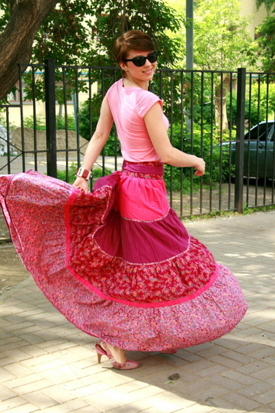 hot pink Mango skirt - black united colors of benetton sunglasses
