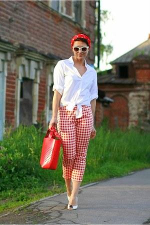 white Incity shirt - red Uniqlo pants