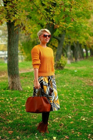 mustard COS sweater - brown Massimo Dutti bag