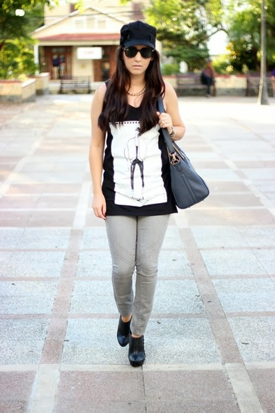 Via Uno boots - Forever 21 jeans - Bebe hat - ray-ban sunglasses - Zara t-shirt