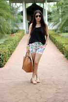 black ray-ban sunglasses - bronze Zara bag - Macys shorts - nude Lulus sandals