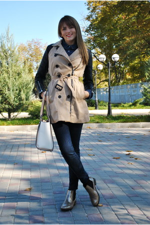 camel Stradivarius coat - gold boots - navy Stradivarius jeans