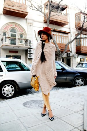 black Zara shoes - mustard corduroy jeans - carrot orange Zara hat