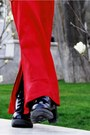 Black-doc-martens-boots-red-sweater-black-caviar-chanel-bag-black-lennon-s