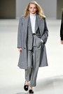 Heather-gray-oversized-kenzo-coat-white-turtle-neck-mango-sweater-heather-gr