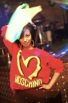 red Moschino sweater - gold oversized no asos earrings
