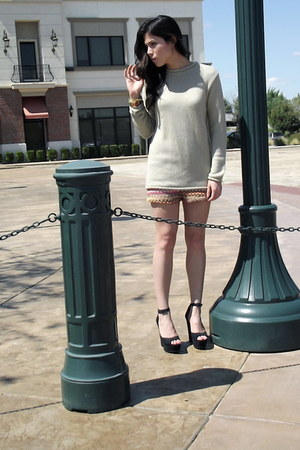 Kaitlyn shorts - tan loose-knit thrifted sweatshirt - Candies heels