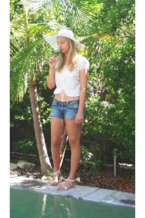 Marie Claire blouse - Mavi shorts - Morgan & Taylor hat - Caldo shoes