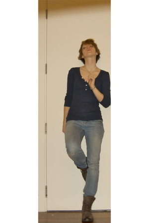 blue abercrombie & fitch top - brown Balmain boots - blue Topshop jeans - blue t