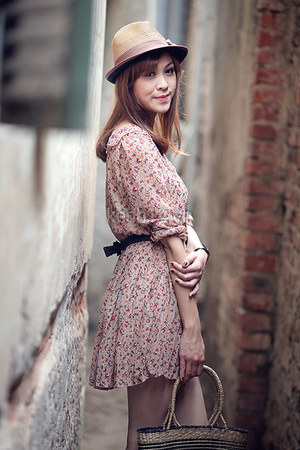 pink dress - neutral hat - dark khaki bag - black belt