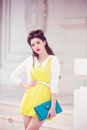 light yellow dress - turquoise blue bag