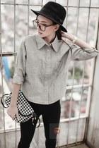 black hat - dark gray leggings - silver blouse