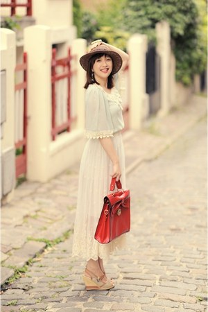 red bag - nude shoes - ivory dress - neutral hat