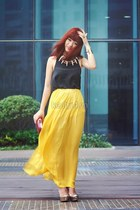 mustard skirt - dark gray top - gold heels