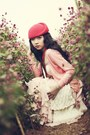 Red-beret-hat-light-pink-dress-red-sneakers