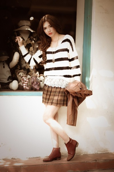 brown checkered skirt - dark brown ankle boots - white sweater