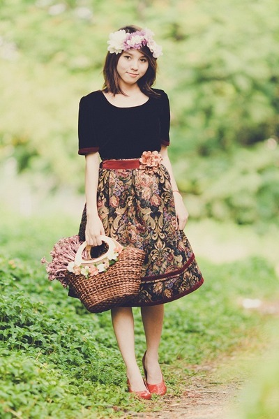 dark brown floral print skirt - black shirt