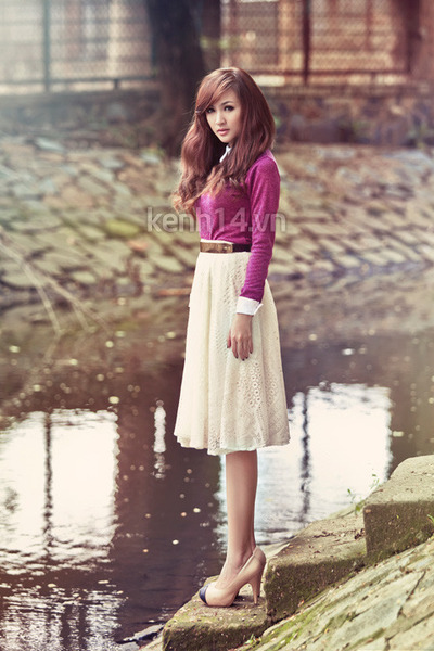 white lace up skirt - magenta sweater - nude heels