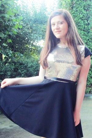 black Eponge dress