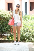 red Primark bag - white BLANCO vest