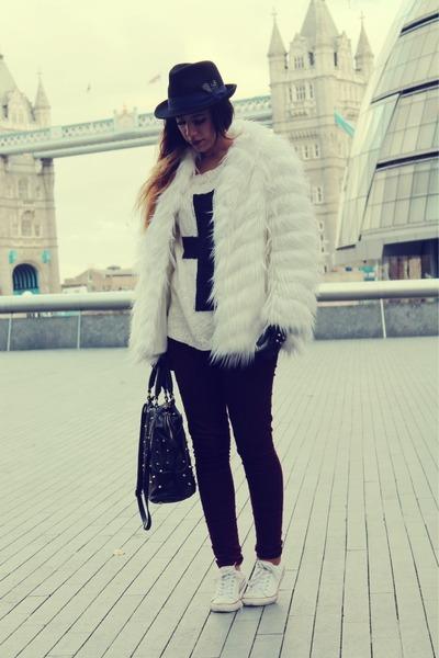 black Zara gloves - crimson Primark pants