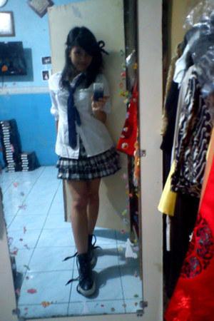 black unknown skirt - white unbranded shirt - navy mayestik tie