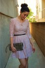 Light-pink-lace-forever-21-dress-tan-ruffled-clutch-steve-madden-bag