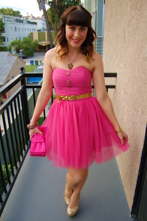 gold leopard charm Betsey Johnson necklace - hot pink tulle Betsey Johnsn dress