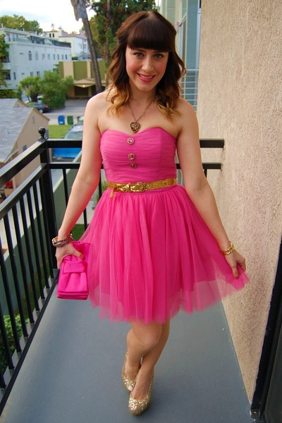 174d34cd7d gold leopard charm Betsey Johnson necklace - hot pink tulle Betsey Johnsn  dress