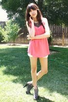 pink silky f21 blouse - gray ankle Steve Madden boots - white Levis shorts