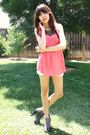 Pink-f21-blouse-white-levis-shorts-gray-steve-madden-boots-black-uo-neckla