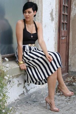 white Moschino belt - neutral Primark heels - navy vintage skirt - black top