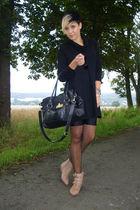 black yest dress - black vintage shorts - black Primark bag - beige Primark shoe