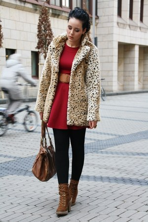 camel leo fake fur Motel Rocks coat - brown Deichmann boots