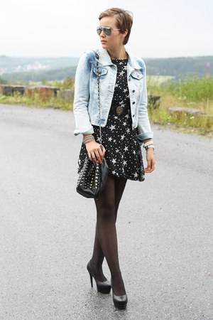periwinkle jeans noname jacket - black star printed dress - black pieces bag