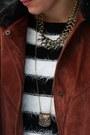 Burnt-orange-vintage-cape-black-sweater-black-leather-3-suisses-pants