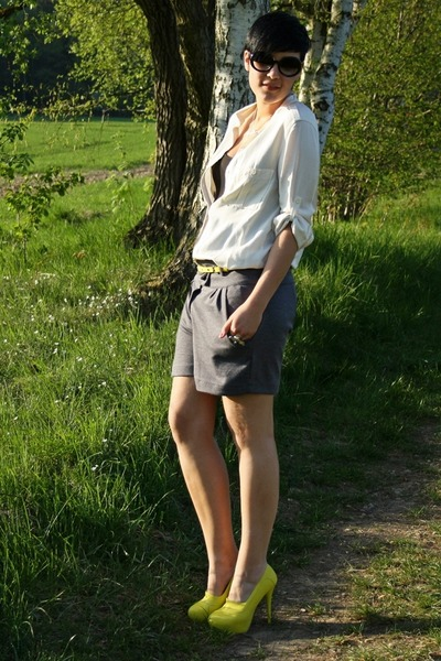 yellow Nellycom shoes - heather gray New Yorker shorts - black Zara sunglasses -