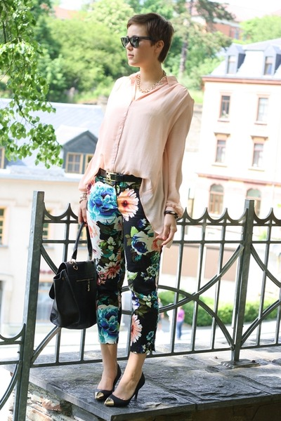 turquoise blue floral H&M pants - light pink Primark shirt - black bag