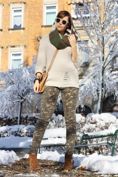 DIY scarf - Primark shoes - sweater - camouflage panties