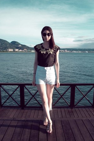 black top - white shorts - black sunglasses