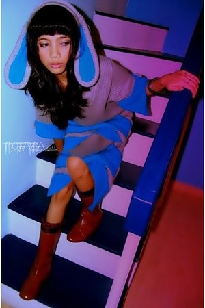 sky blue knitted Dress sweater - tawny vintage boots